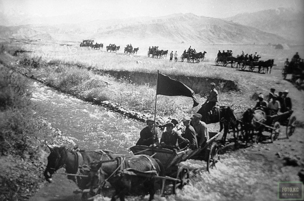 1942 год. Призывники с регионов Киргизской ССР отправляются на призывной пункт