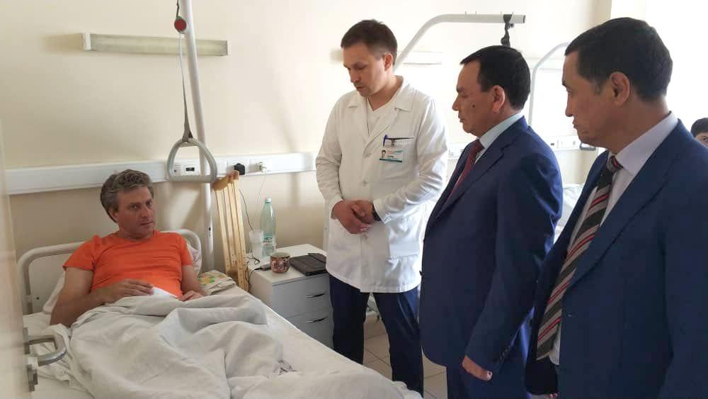 Кашкар Джунушалиев навестил пострадавших по вине кыргызстанца в ДТП