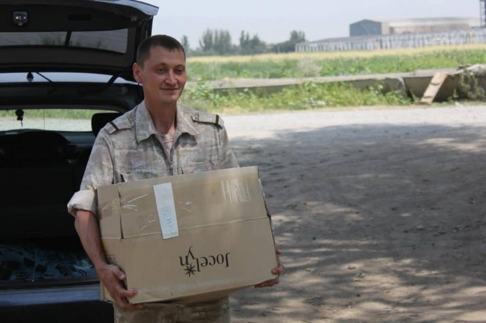 Российские летчики помогают многодетным семьям Кыргызстана
