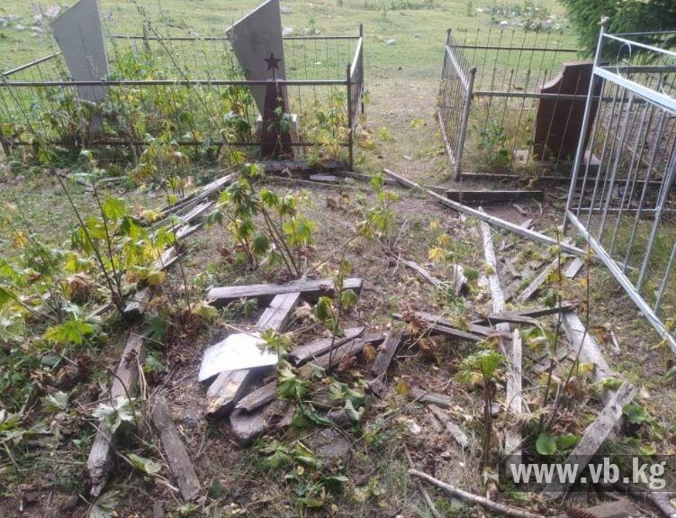 Русские жители Ак-Тюза просят остановить беспредел на их кладбище