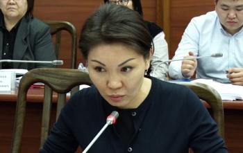 Депутат обвинила отца Жээнбекова в вымогательстве
