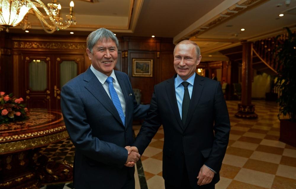 Атамбаев и Путин обсудили отношения и поехали на каток