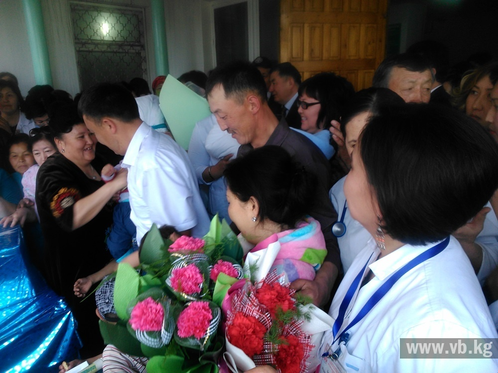 Кыргызстанских четверняшек назвали в честь политиков