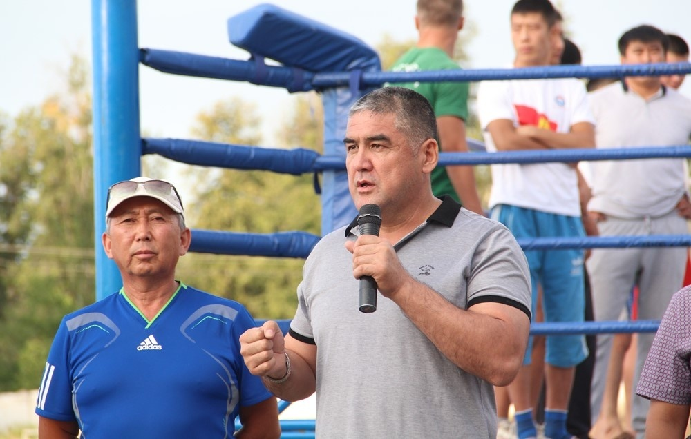 Кыргызстанцы выиграли семь боев на турнире по кикбоксингу и М-1 в Караколе