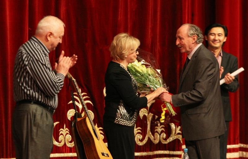 В Бишкеке выступили легендарные барды Татьяна и Сергей Никитины