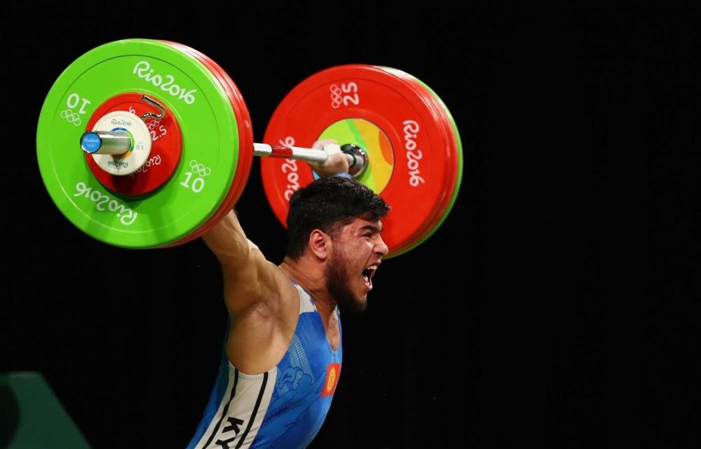 Тяжелоатлет Иззат Артыков принес Кыргызстану первую медаль на Олимпиаде