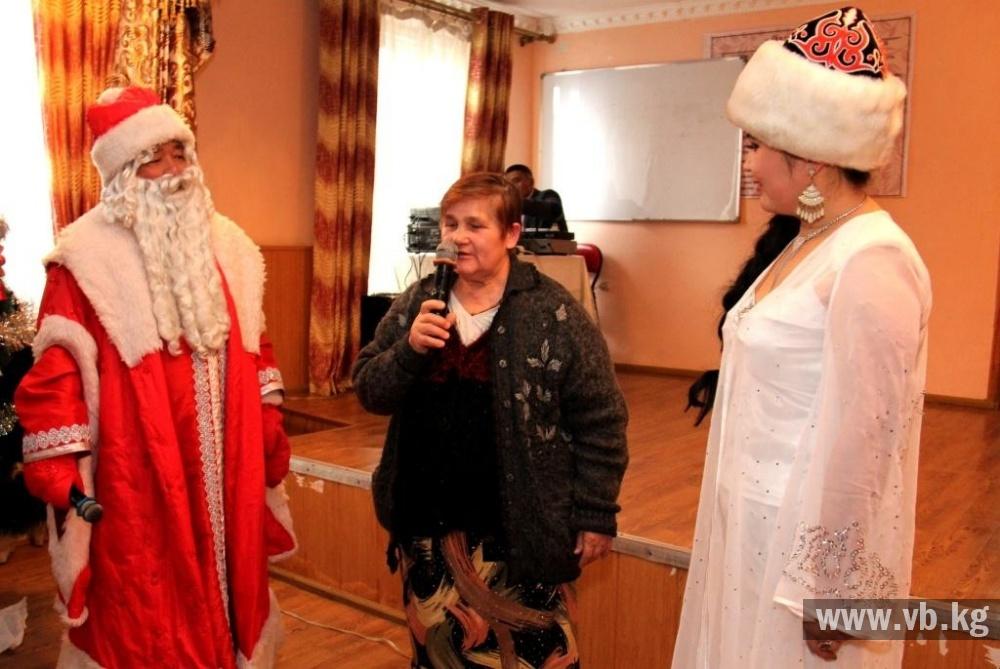 Пограничники поздравили пожилых с Новым годом