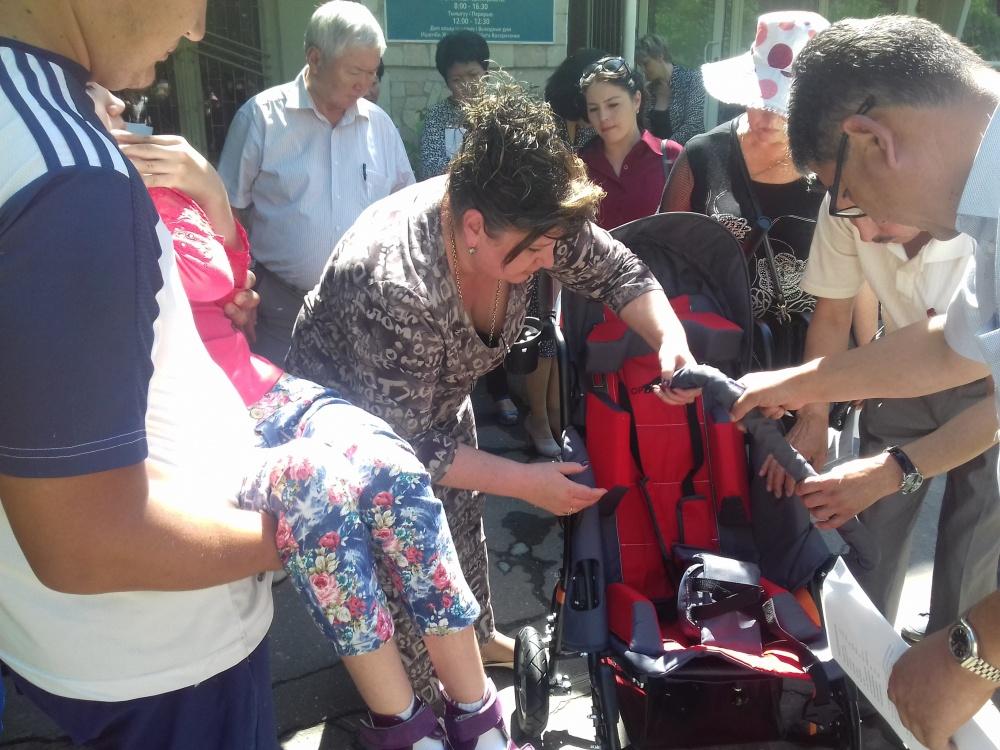 Детям с ДЦП скоро подарят многофункциональные инвалидные коляски