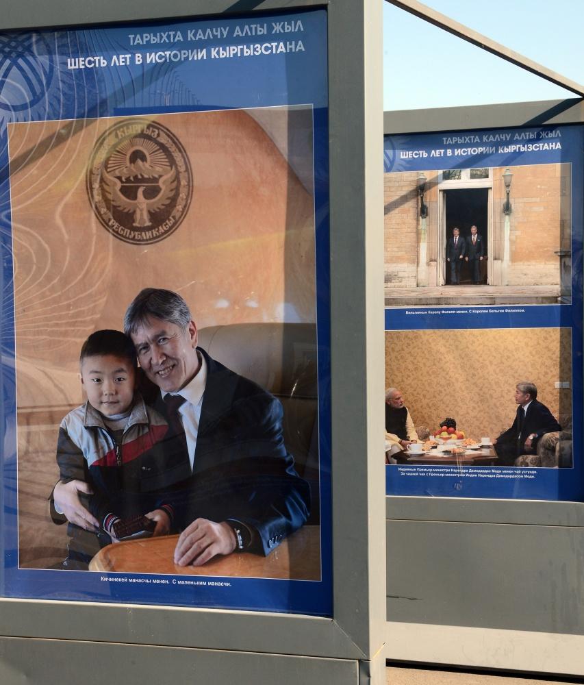 """""""6 лет в истории Кыргызстана"""". Открылась выставка, посвященная президенту"""
