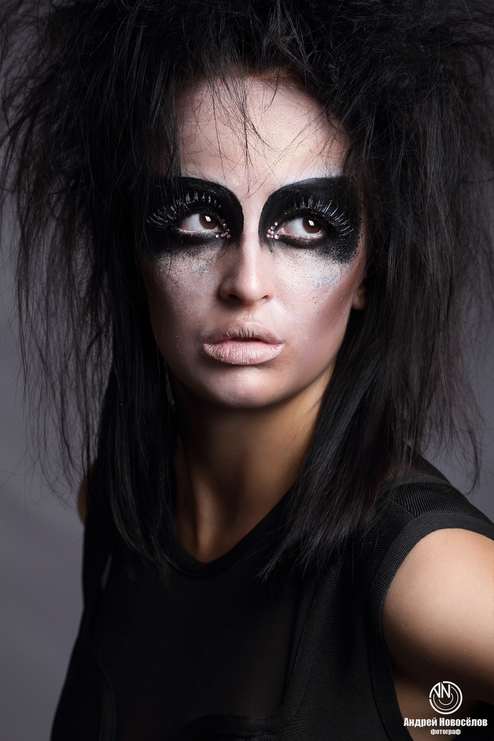 Советы профессионала: идеи для новогоднего макияжа: http://social.vb.kg/doc/225799_sovety_professionala:_idei_dlia_novogodnego_makiiaja.html