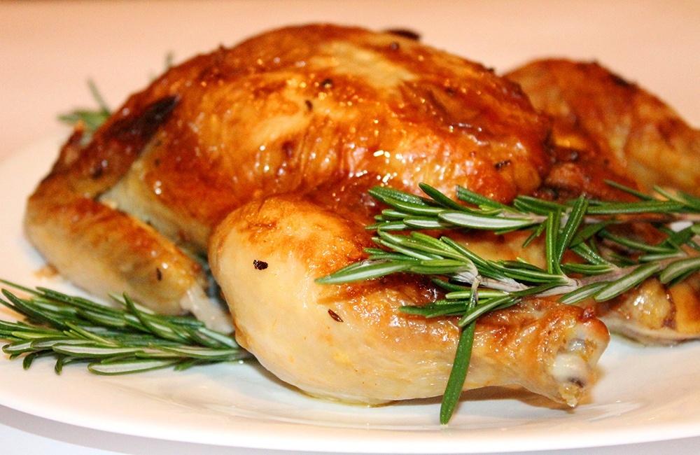Как запечь курицу в рукаве в духовке